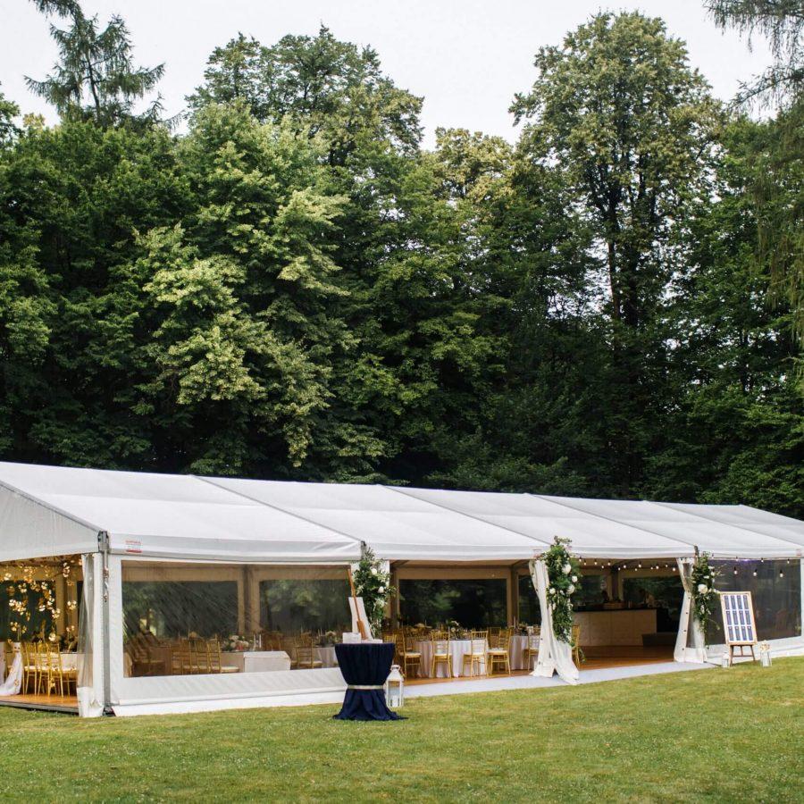 grote partytent voor een trouwfeest